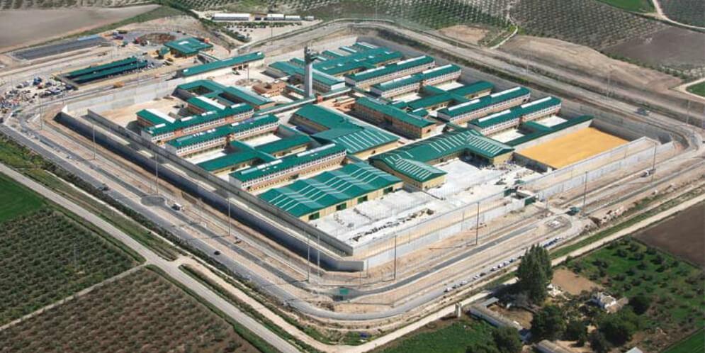 depuradora-de-aguas-residuales-del-centro-penitenciario-de-estremera-excavaciones-y-transportes-movimientos-de-tierras-herradima-sl-colmenar-viejo-madrid-hitachi